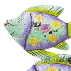 Banco de peces de color verde