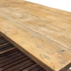 Aparador de madera con estructura en metal