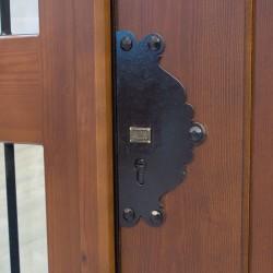 Puerta de madera modelo León blindada