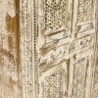 Alacena de madera con celosía frontal