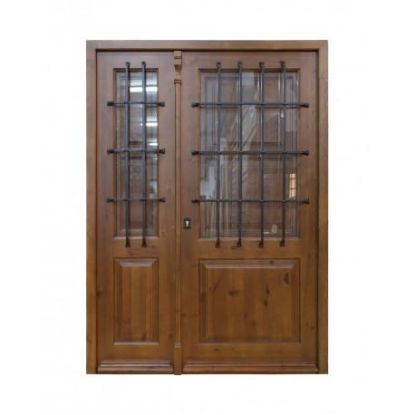 Puerta de madera Araceli con fijo y reja carcelera