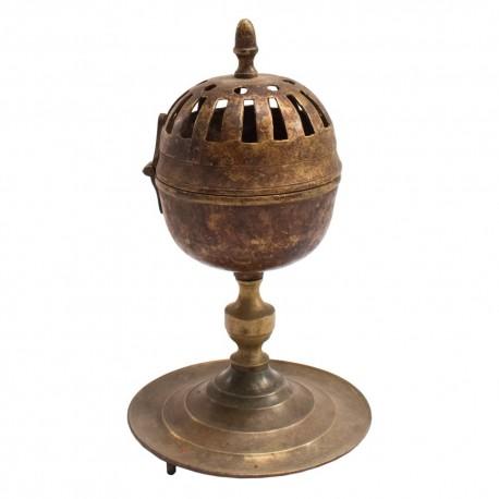 Incensario antiguo de cobre envejecido