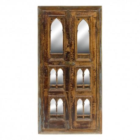 Puerta de madera antigua con espejos ermita