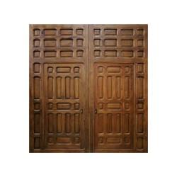 Portón antiguo con cuarterones y 2 puertas interiores