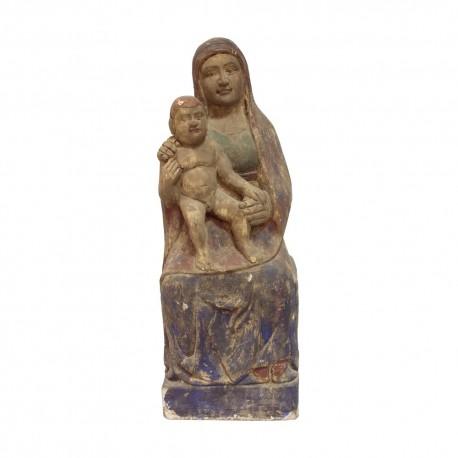 Virgen de madera sentada