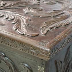 Arca antigua de madera de castaño