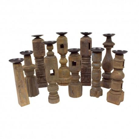 Candelabro de madera marrón
