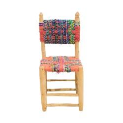 Silla de madera y tela trenzada de colores