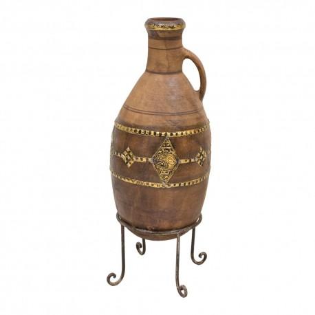 Vasija de cerámica con base de hierro