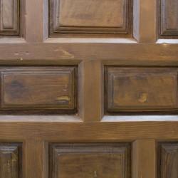 Puerta antigua de madera  con 18 cuarterones
