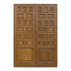Puerta antigua de madera con 32 cuarterones