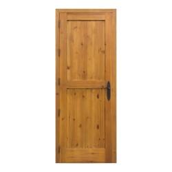 Puerta de madera interior con cuarterones tallados
