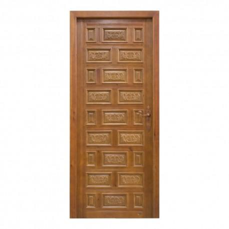 Puerta de paso en madera con cuarterones tallados