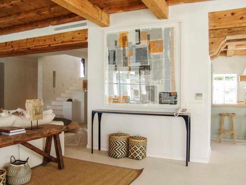 salón con toque de madera viña añil