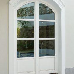 ventana en madera blanca