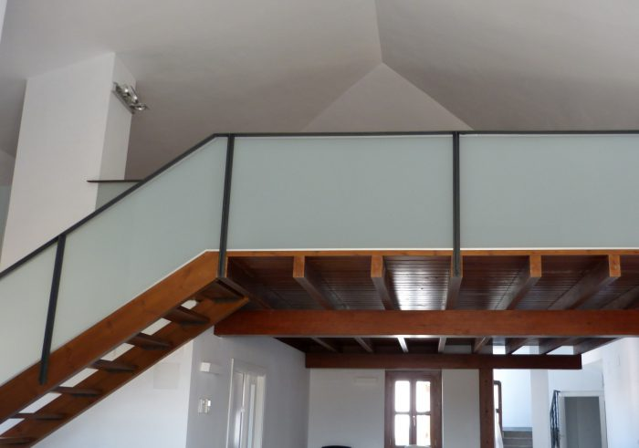 Escaleras techo madera