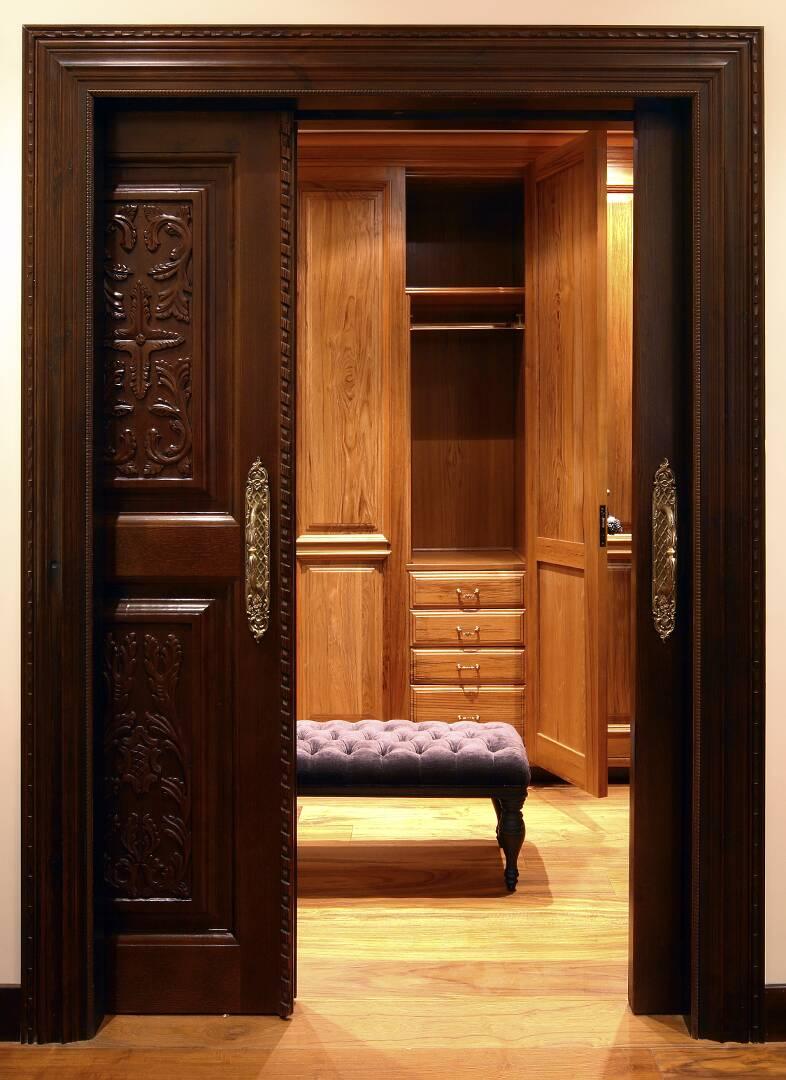 Vestidor madera talla