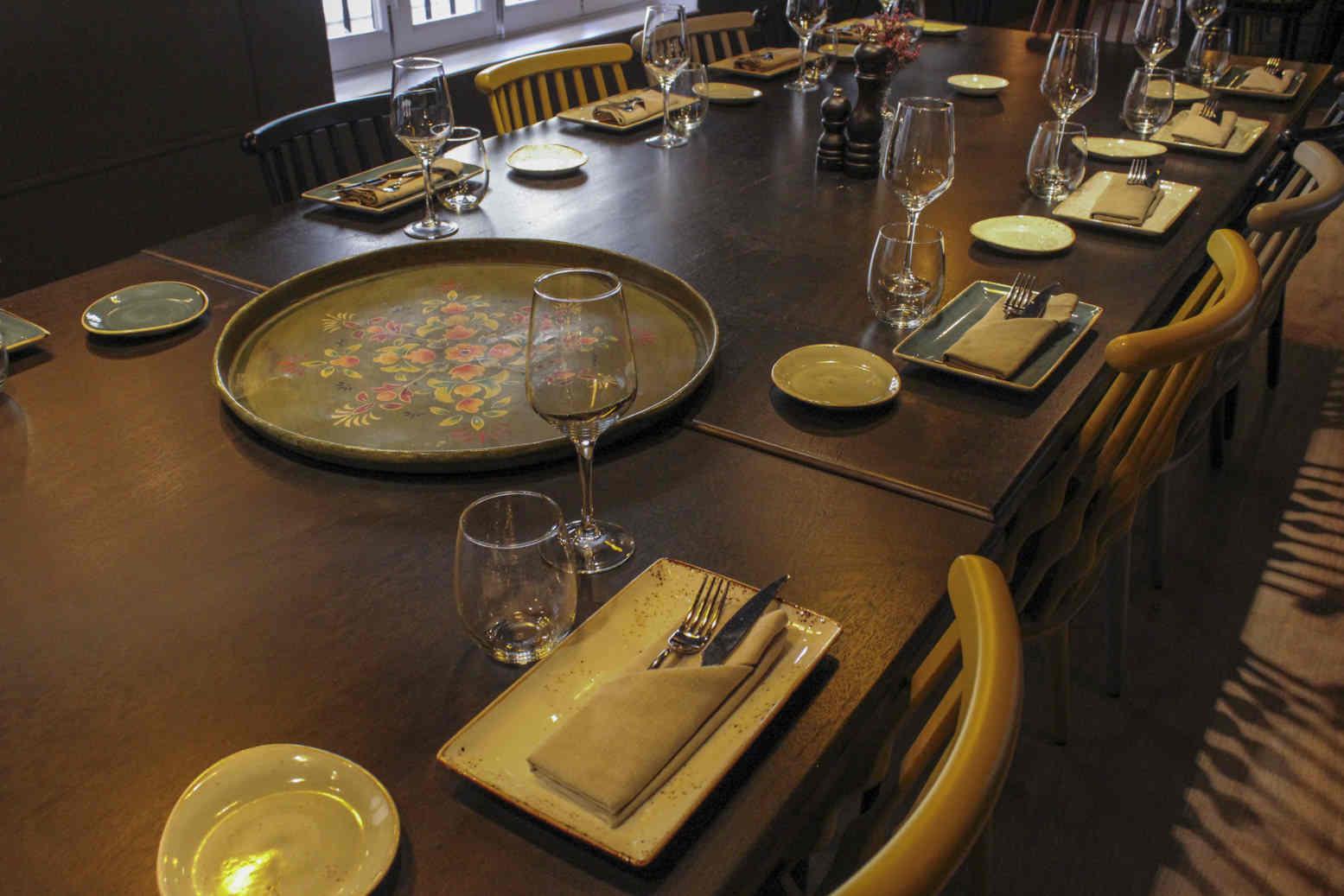 Decoración vintage mesa restaurante