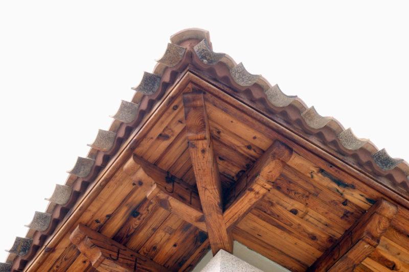 Detalle voladizo de madera