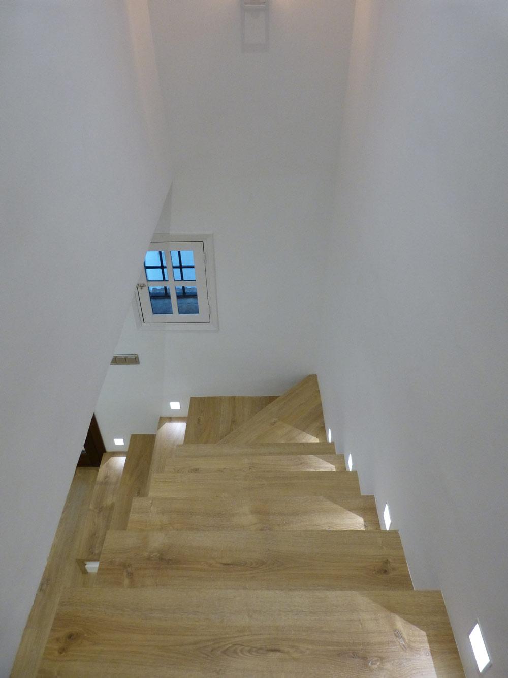 Escaleras de madera Conely