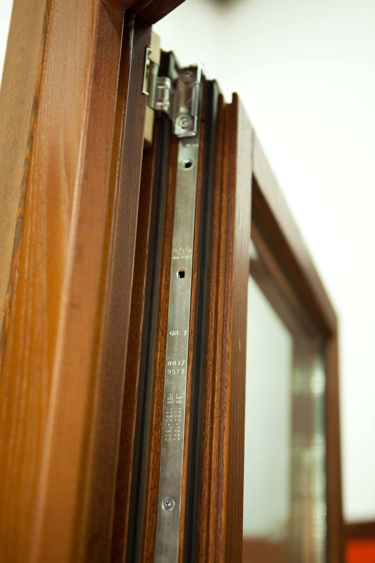 Perfil bisagra ventana de madera