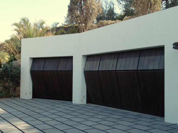 Portón madera garaje