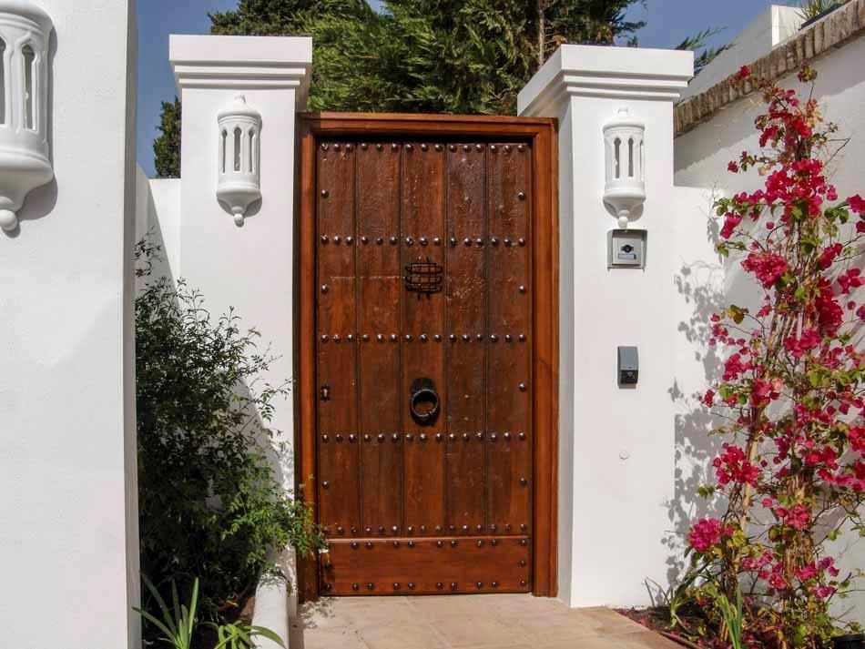 Puertas de madera antiguas interior y exterior conely for Puertas de madera maciza exterior