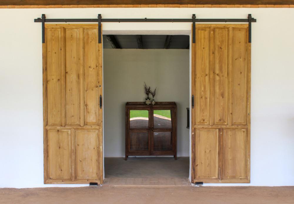 Puerta de madera antigua corredera