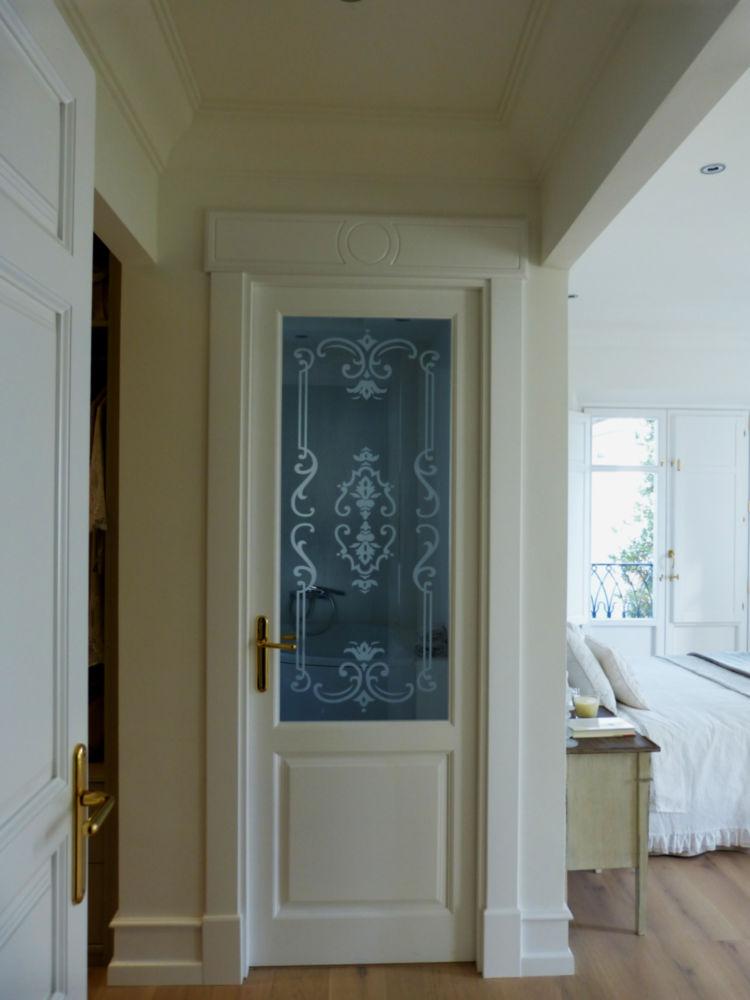 Puerta madera acristalada