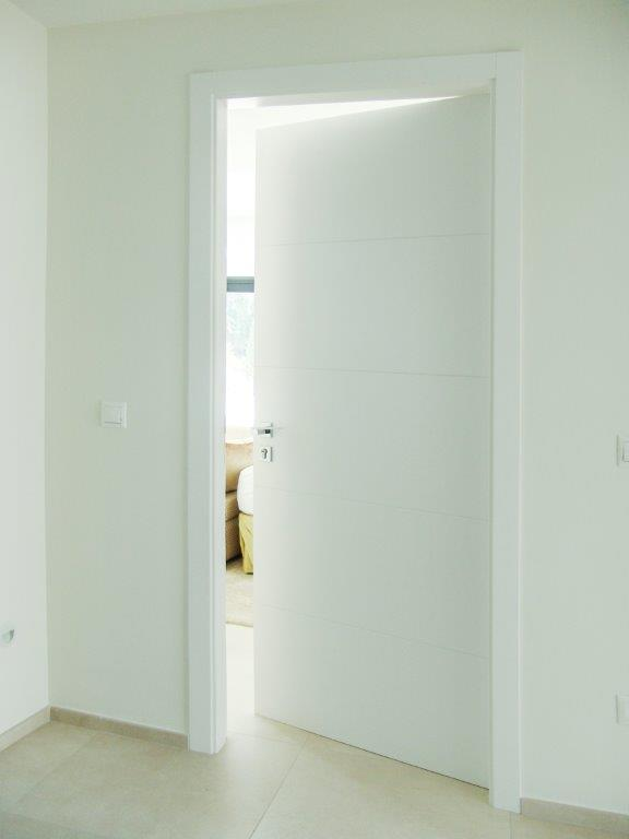 Puerta moderna madera