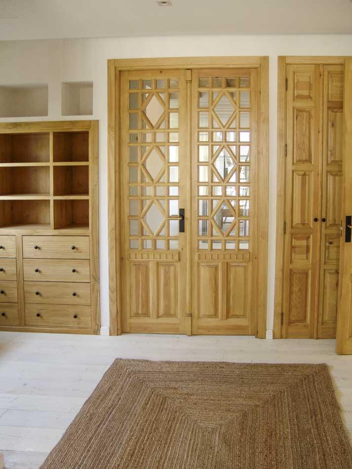 Puertas madera con mueble a medida