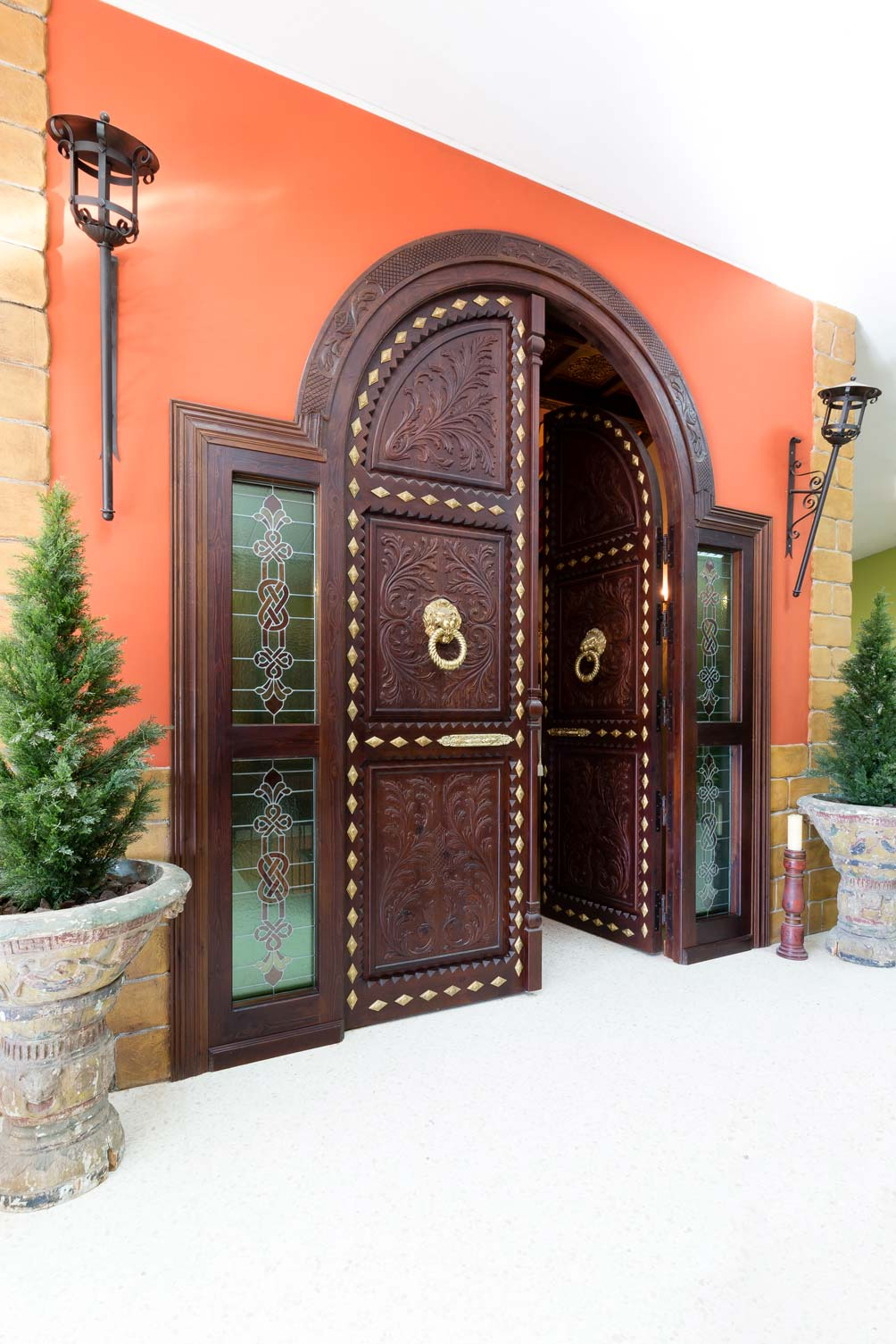 Puerta de madera vidriera
