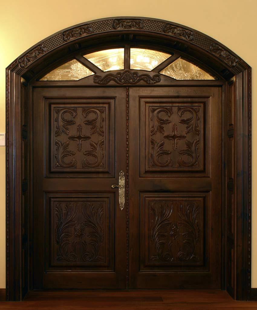 Puerta grande estilo señorial