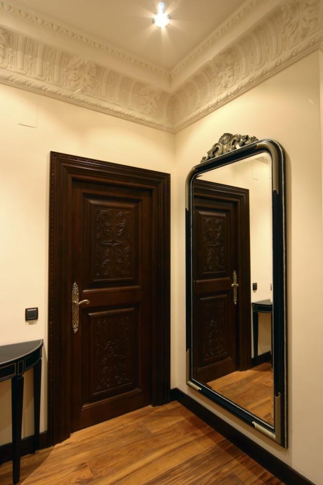 Puerta de madera tallada