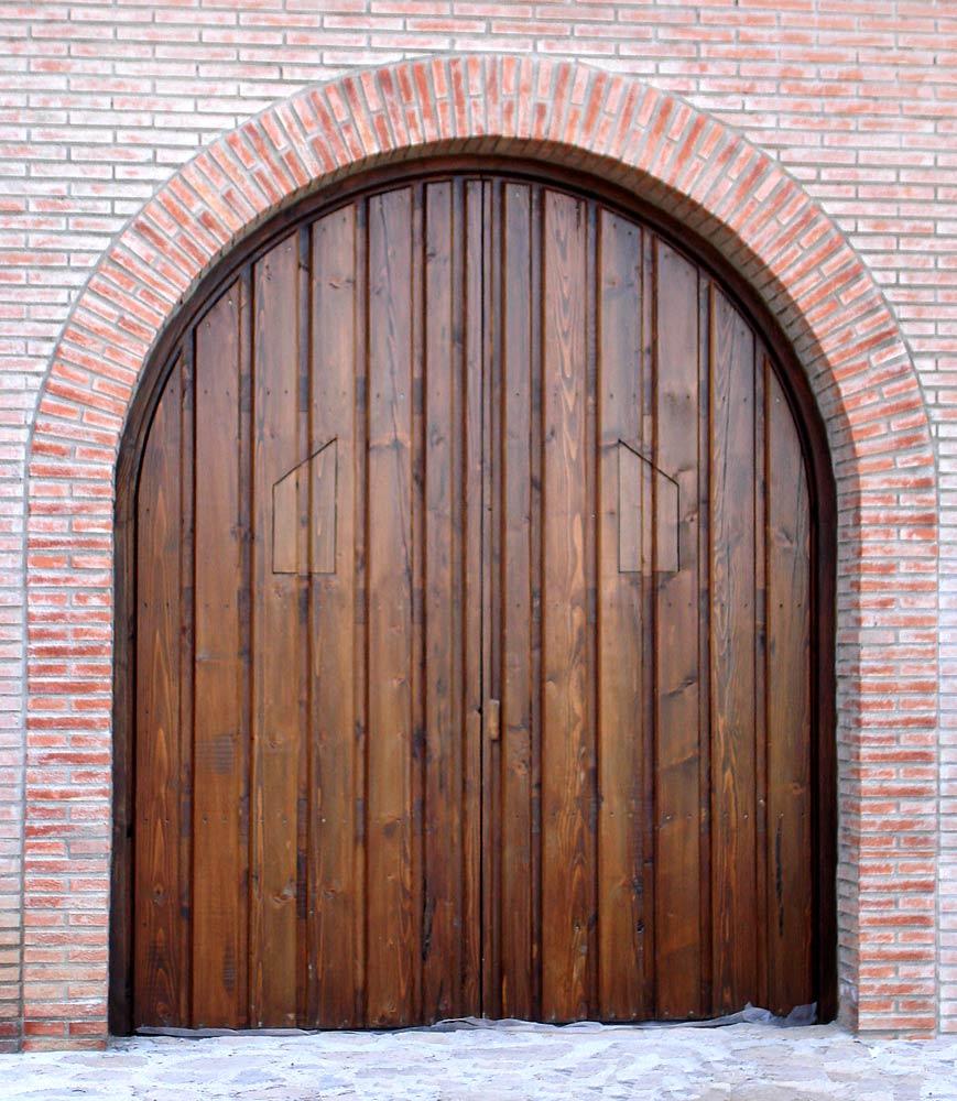 Puerta madera medio punto