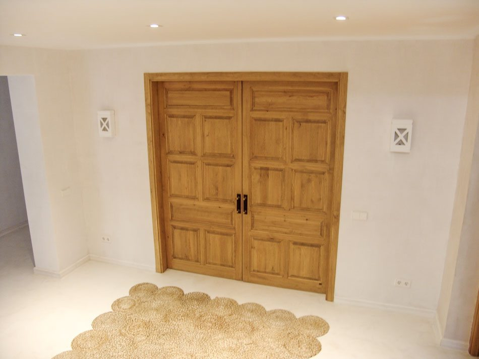 Puerta madera de pino con dos hojas