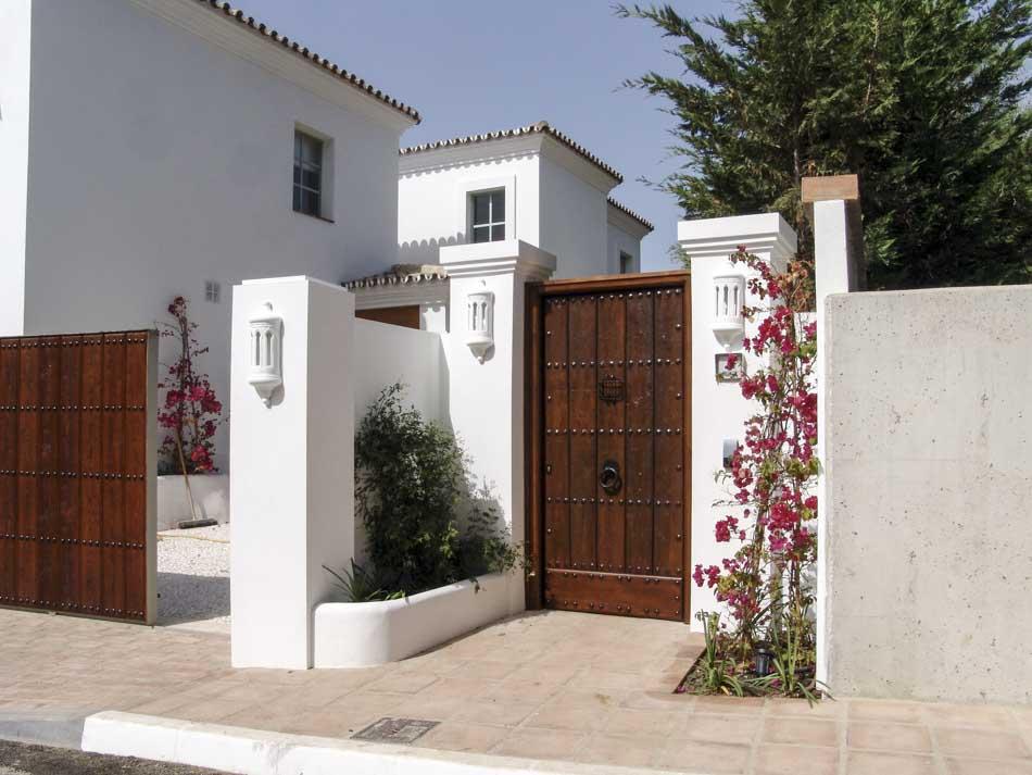 Puerta y portón de madera exterior