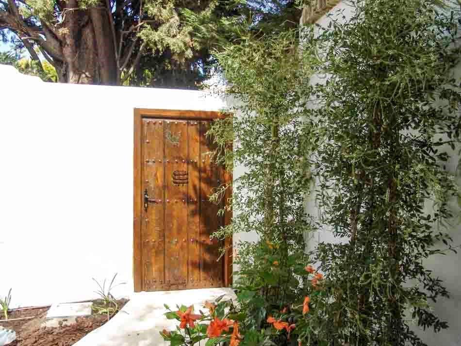 Puerta rústica de madera exterior