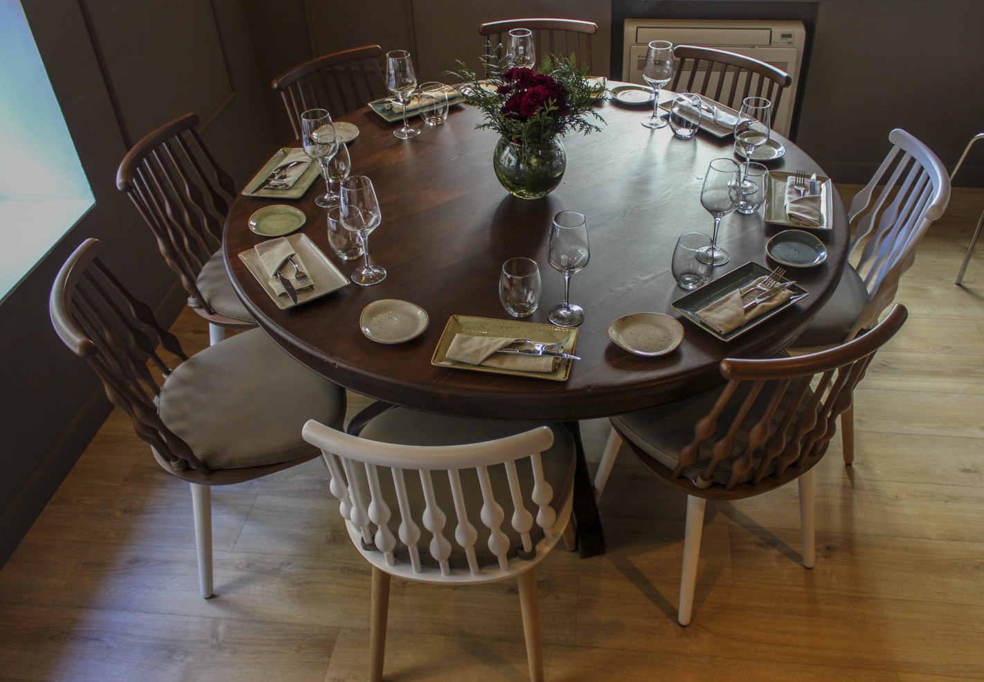 Mesa de madera redonda restaurante
