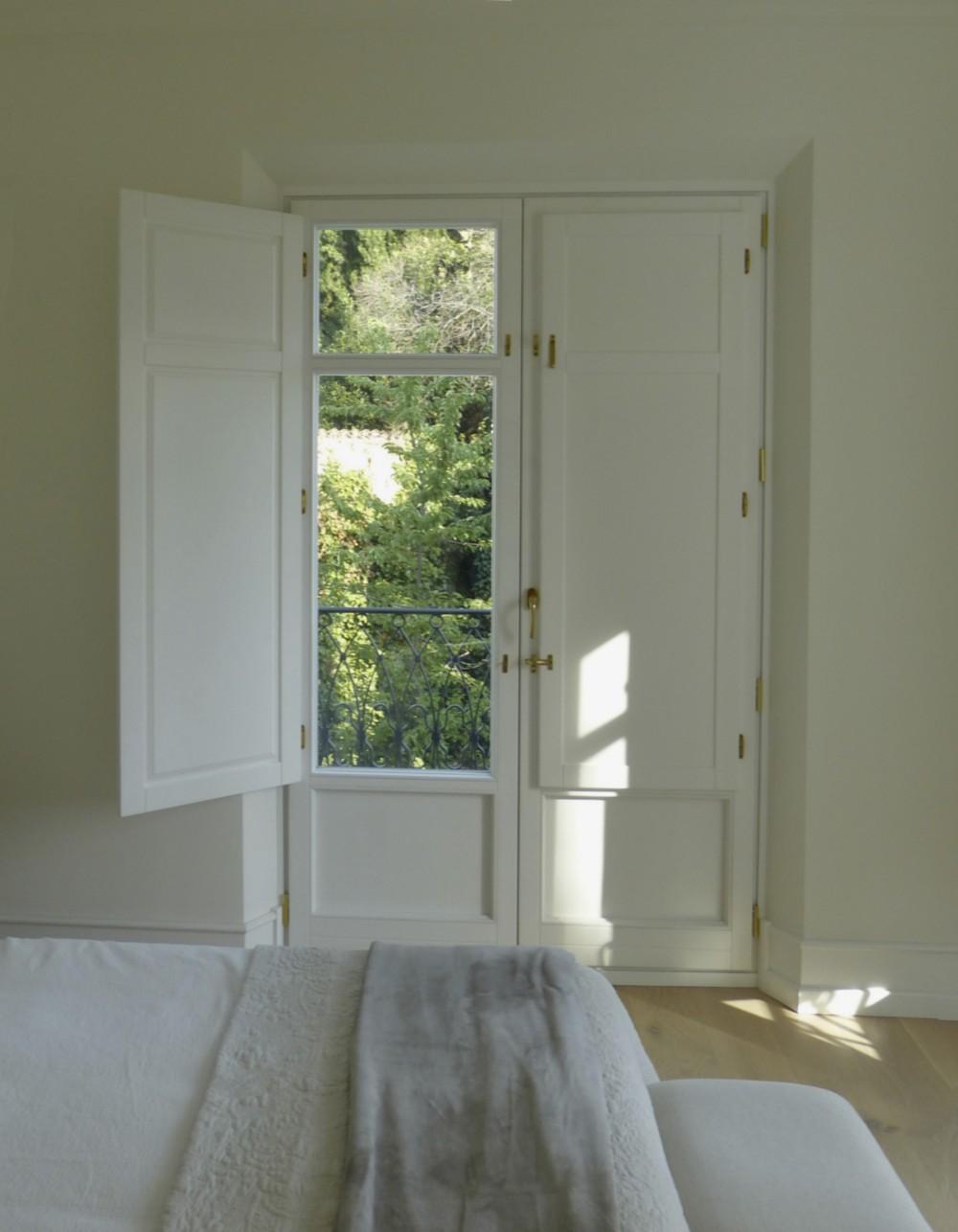 Balcón madera blanco