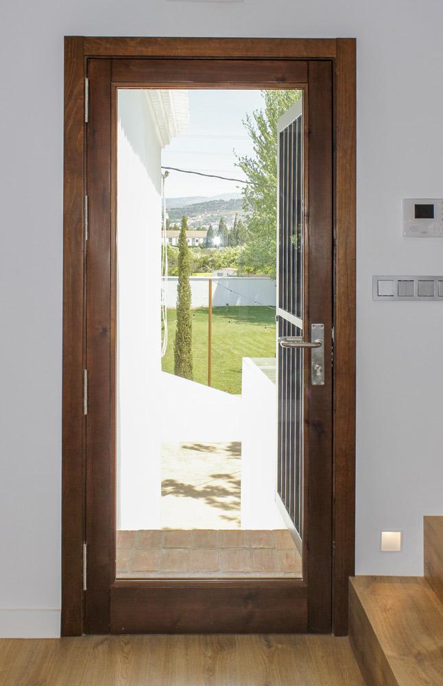 Ventana puerta madera