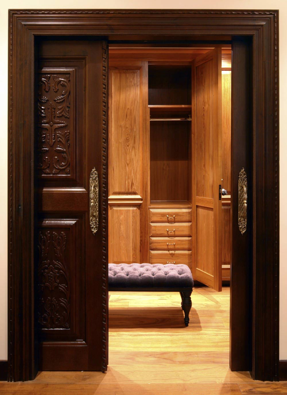 Vestidor con puerta de madera corredera