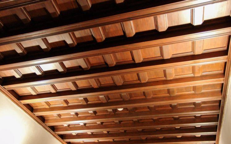 Artesonado de madera restaurado