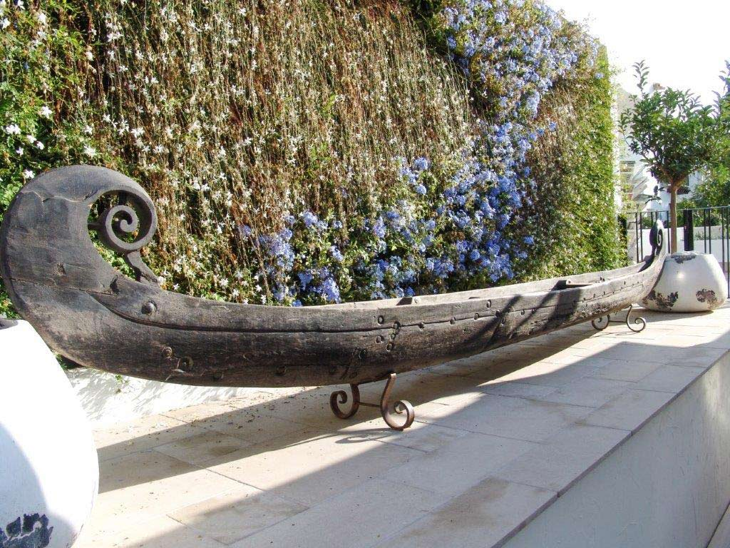 Canoa decorativa de jardín