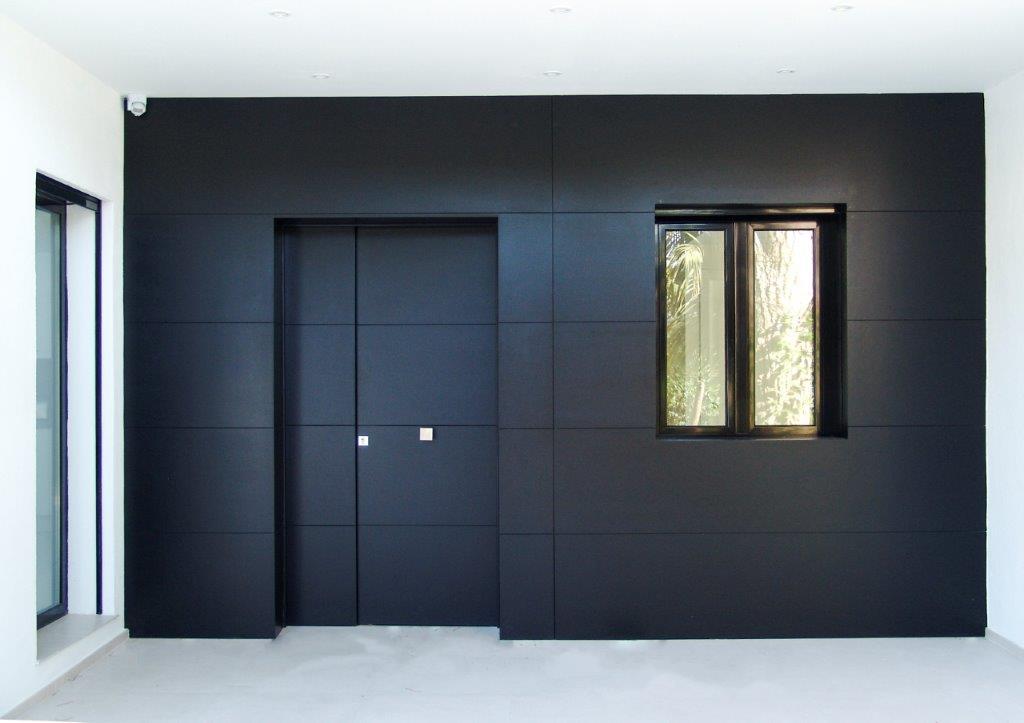 Revestimiento fachada de madera estilo moderno
