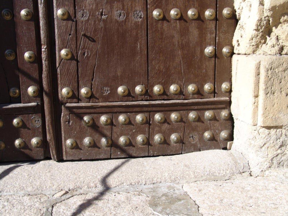 Detalle del portón de la iglesia de Montefrío