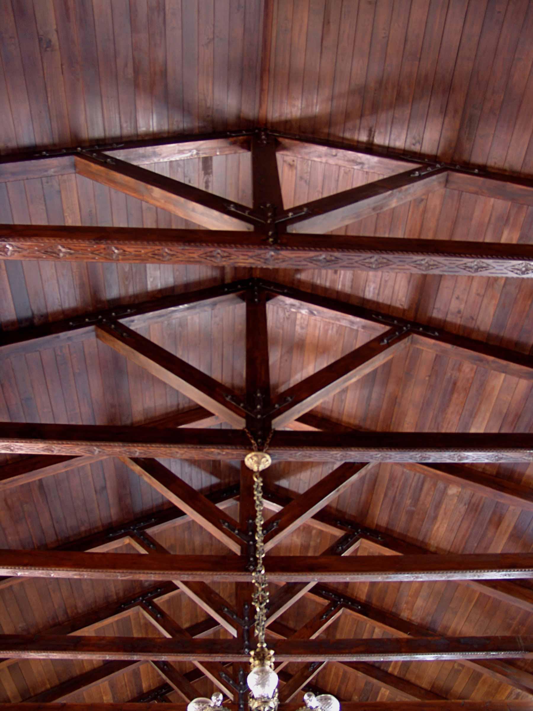 Techo de madera abuhardillado