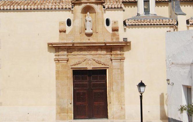 Portón iglesia fuente del alamo