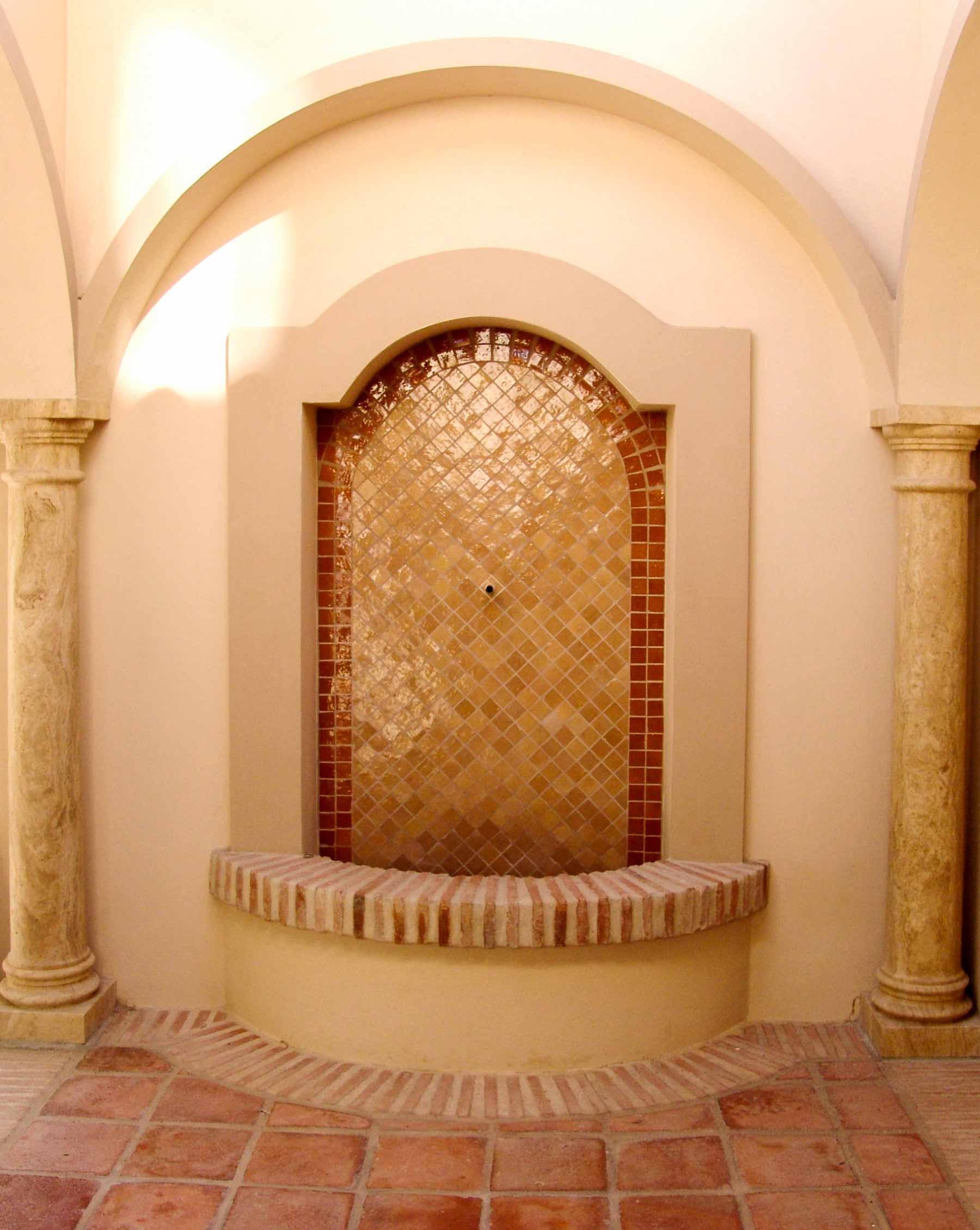 Fuente de azulejos exterior
