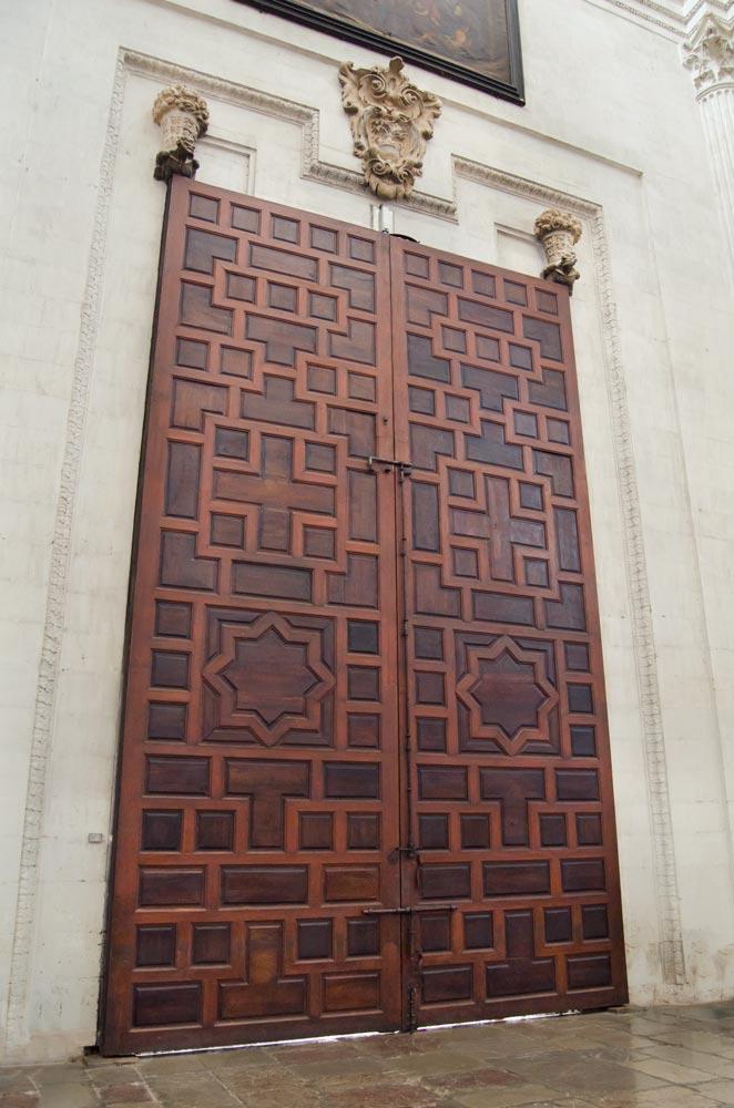 Interior puerta Catedral de Granada